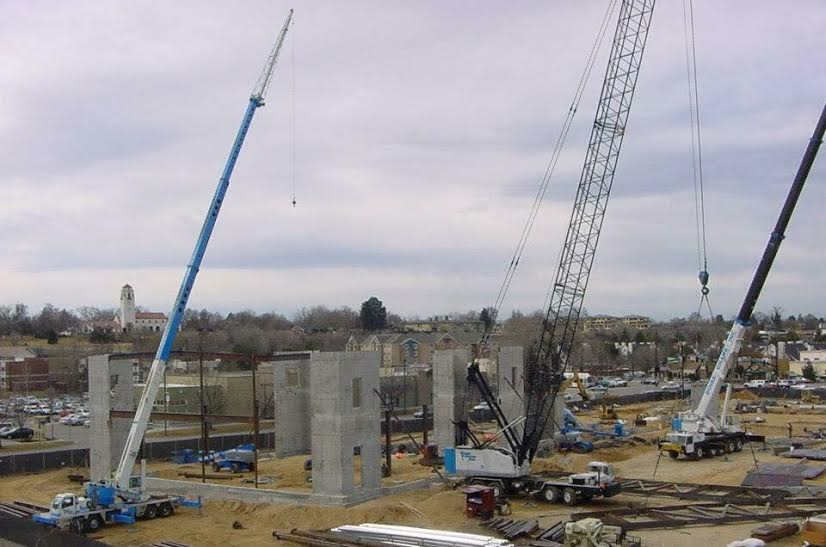 Precast pic with multiple cranes(1)
